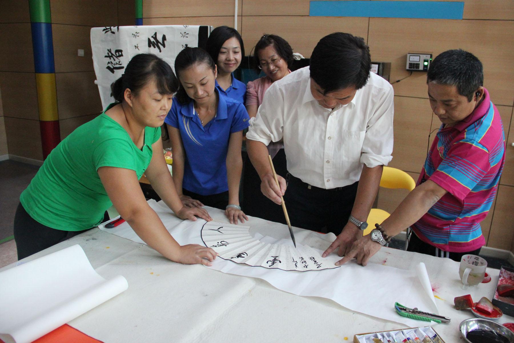 北京中国书画协会常务理事,鉴评委员会副会长 著名书法家石宝稳先生为图片